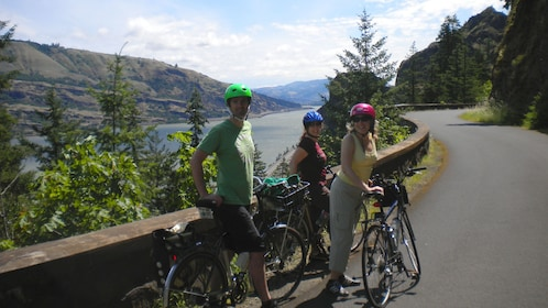 People on bikes riding along the Columbia river gorge in Oregon