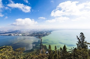 5-Hour Private Tour in Kunming: Dragon Gate, Huating Temple and Grand View ...