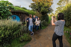 Kleine Gruppe Hobbiton Movie Set Tour von Auckland