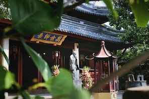A new experience of old traditional Shanghai (Private)