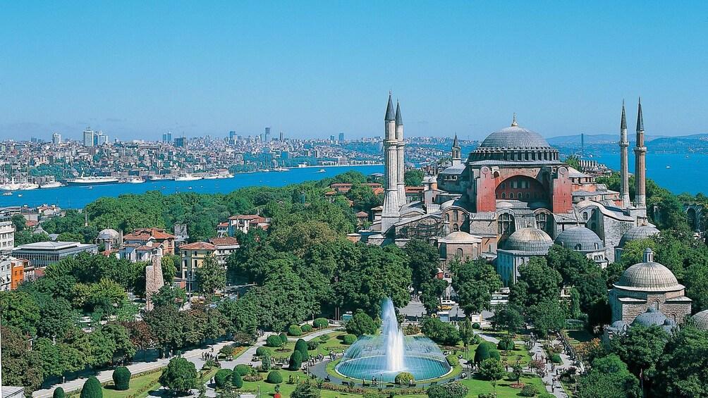 Carregar foto 4 de 5. Overhead view of Hagia Sophia in Istanbul