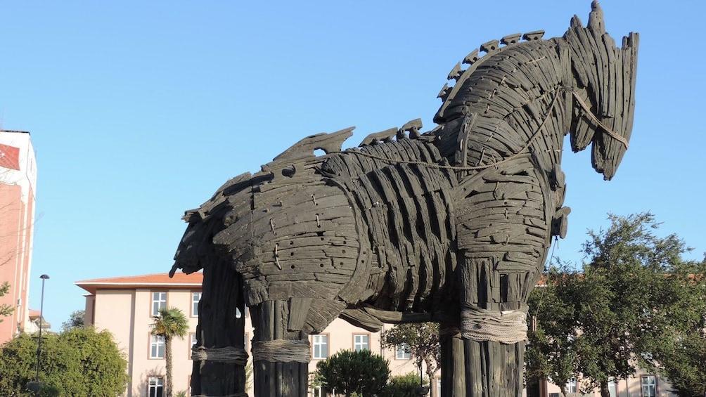 Carregar foto 1 de 5. Trojan horse in Troy