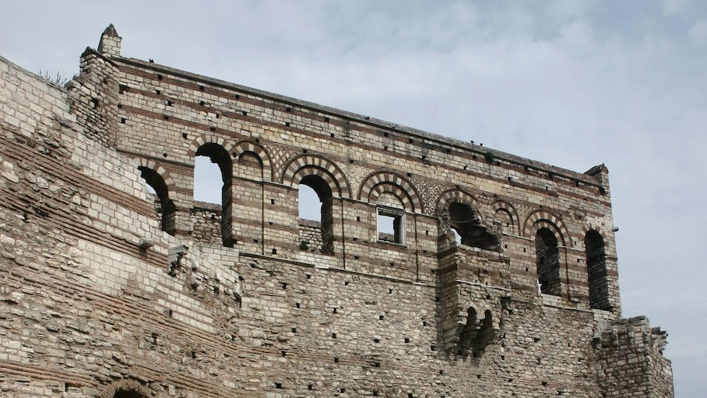 Carregar foto 4 de 5. Close view of the Palace of the Porphyrogenitus in Istanbul