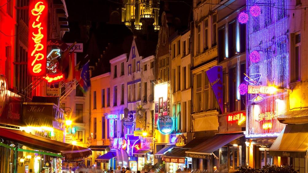 Apri foto 4 di 9. Brussels nightlife and city lights in Brussels