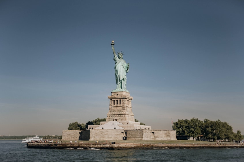 Åpne bilde 4 av 8. Early Access Statue of Liberty & Ellis Island