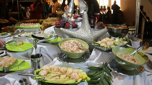 Seafood brunch buffet is available on the cruise around Coronado Bay in San Diego