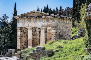 Private Delphi Full-Day Tour