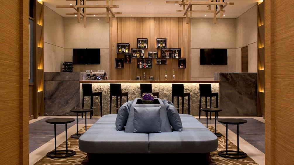 Apri foto 3 di 5. comfortable couch and stools at Plaza Premium Lounge in London