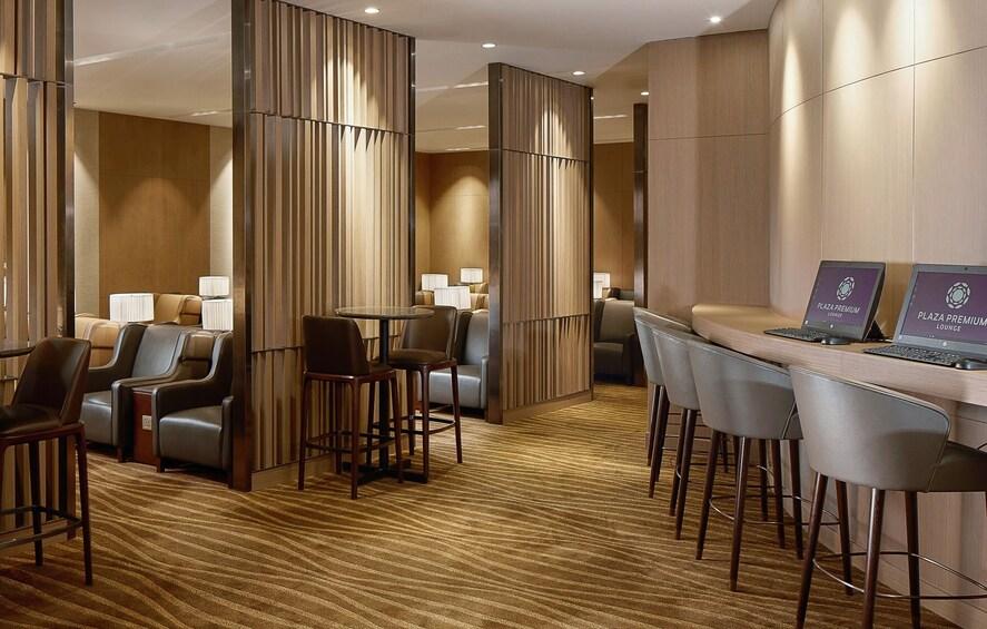 Foto 4 von 7 laden Plaza Premium Lounge at Abu Dhabi International Airport (AUH)