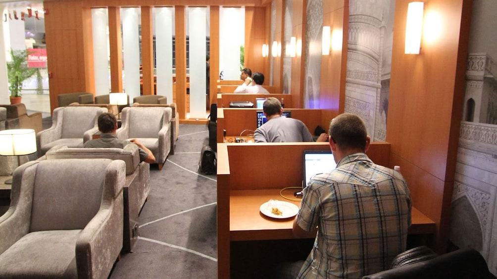 正在顯示第 2 張相片,共 9 張。 Lounge area in Delhi
