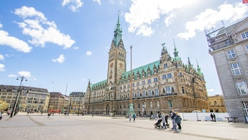 Hamburg's Past and Present with a Local