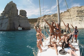 Milos Small-Group Full-Day Cruise with Snorkelling and Lunch