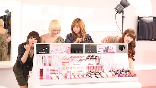 Ladies on a tour of the Skinanniversary Beauty Town in Seoul