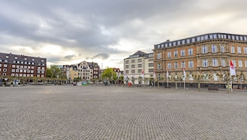 Best Intro Tour of Dusseldorf with a Local