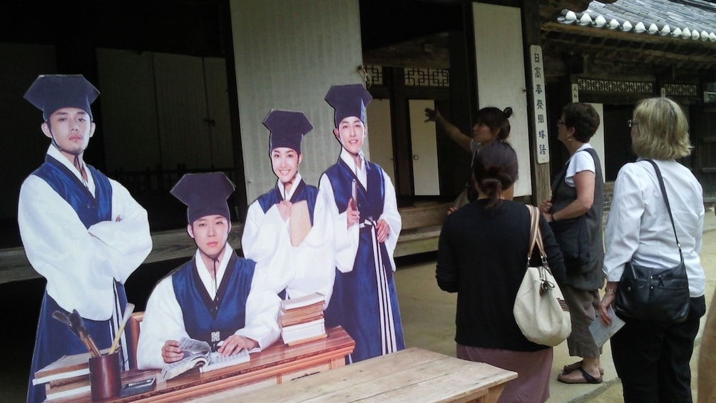 正在顯示第 1 張相片,共 5 張。 Group on the Guided tour of filming locations of My Love from the Star in Gyeonggi-do
