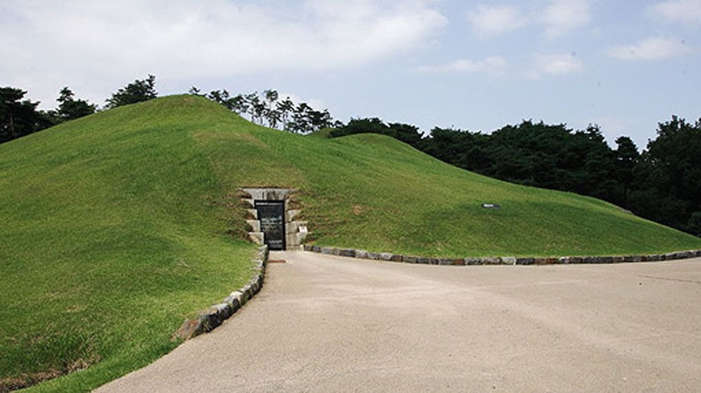 Show item 3 of 5. View outside the Gongju National Museum in Gongju