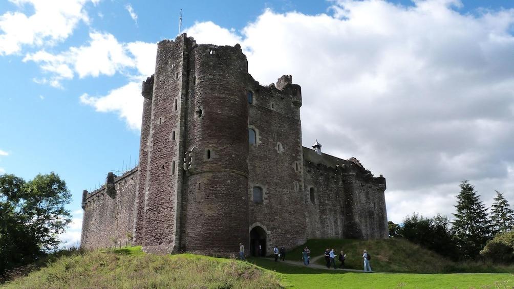 Show item 4 of 9. castle in edinburgh