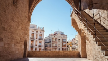 Discover Valencia in 60 Minutes with a Local