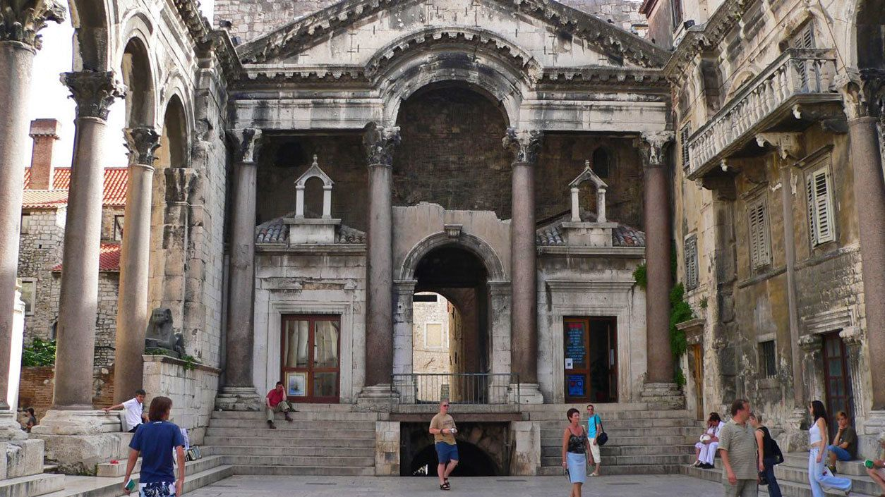 Visiting the Diocletian's Palace in Dubrovnik