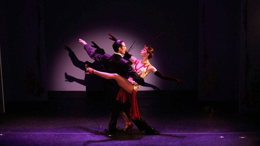 Cargar ítem 5 de 9. A couple performing a tango at the Café de los Angelitos Tango Show in Buenos Aires