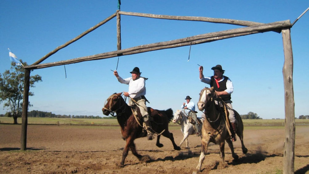 Cargar ítem 2 de 9. People riding on horses at the ranch at Estancia Santa Susana in Buenos Aires