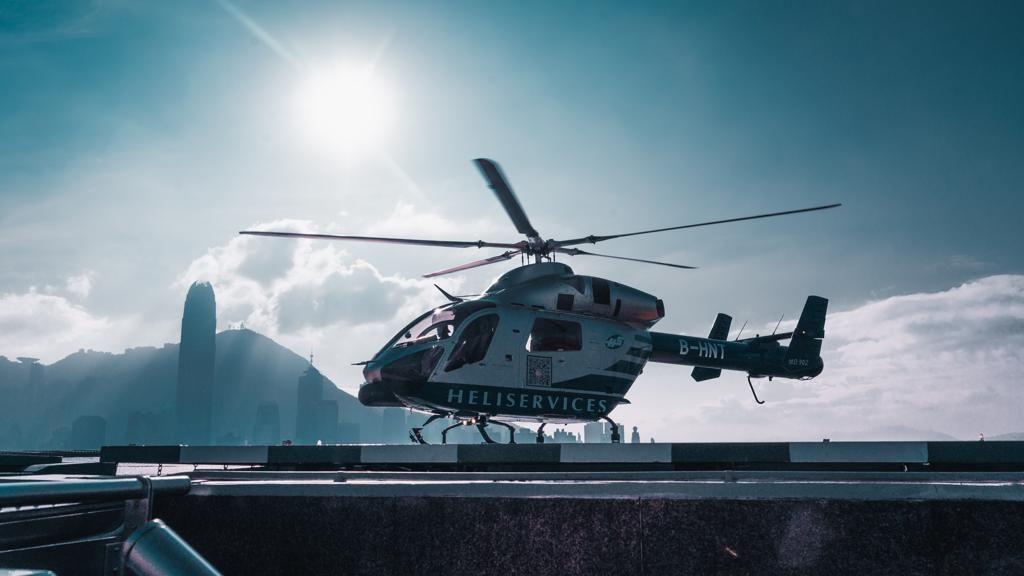 街の絶景を臨むヘリコプター ツアー