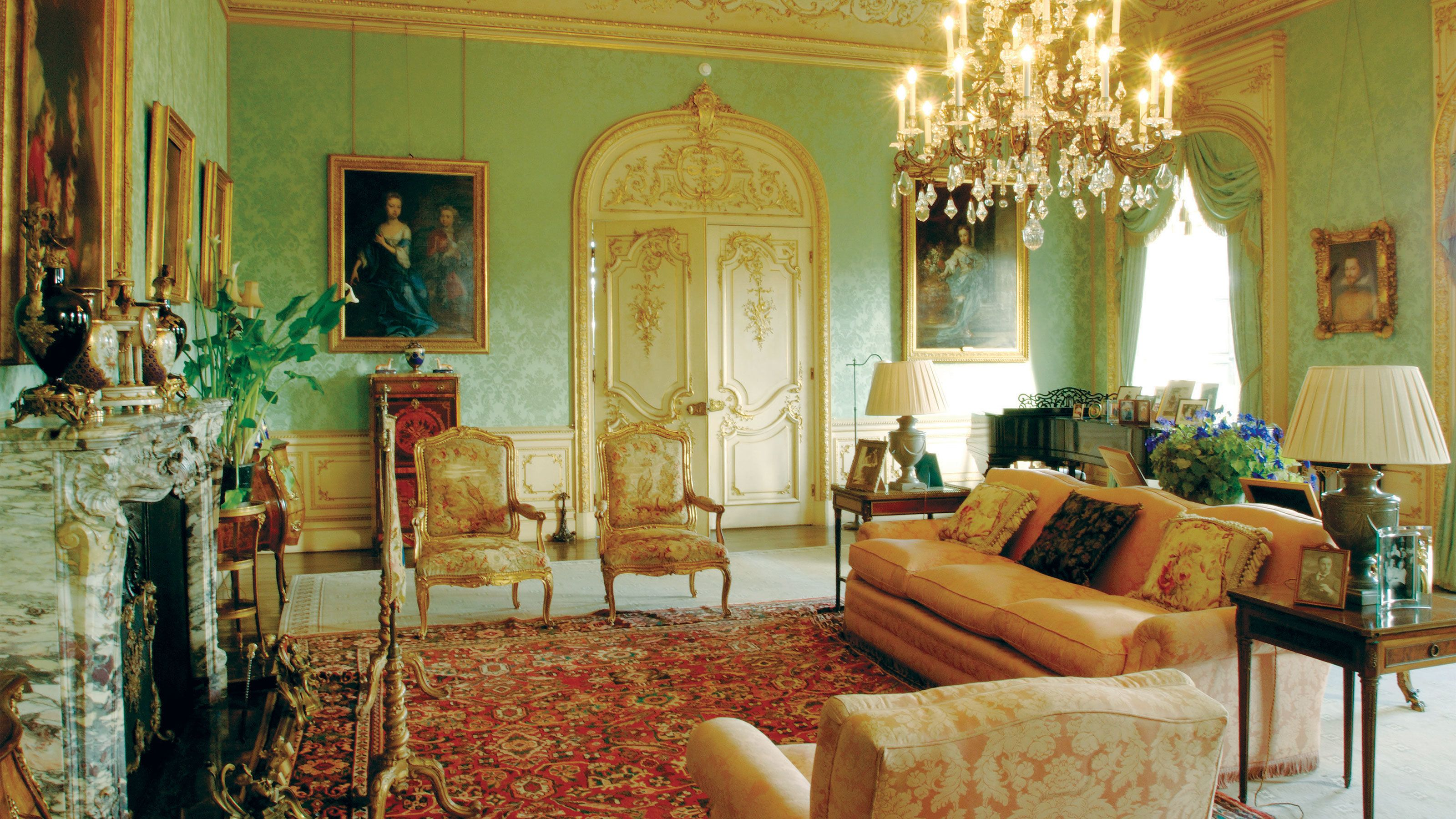 sitting room inside Highclere Castle in London