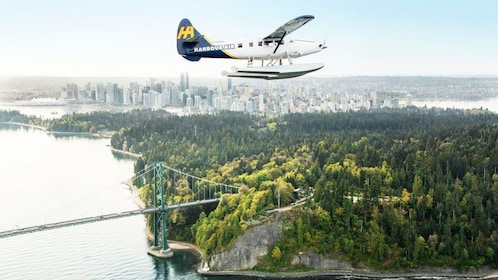 Expedia_Vancouver Otter Over Stanley Park_1024x576.jpg