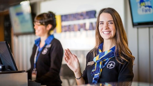 Expedia_General Smiling and Waving Customer Service Agent_1024x576.jpg