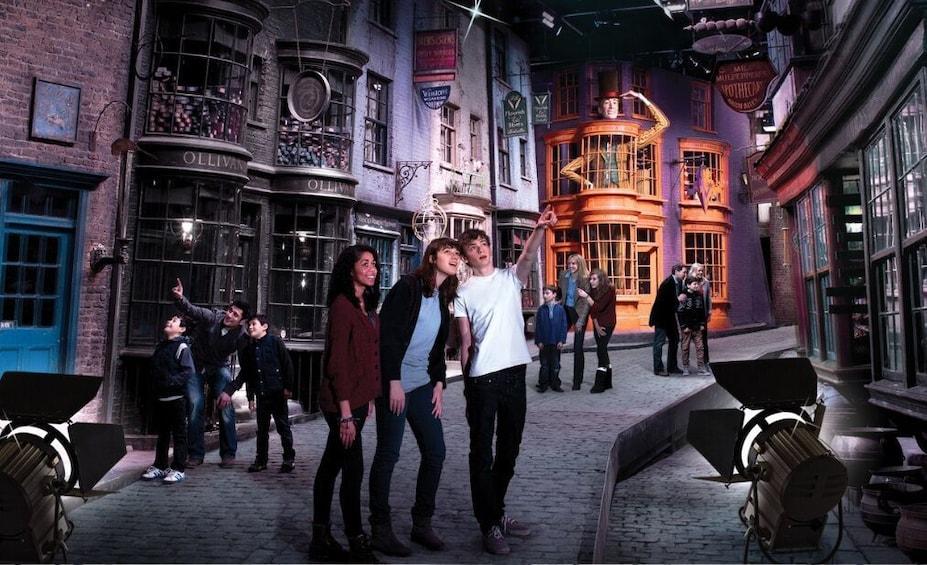 Show item 2 of 10. Harry Potter Warner Bros. Studio Tour