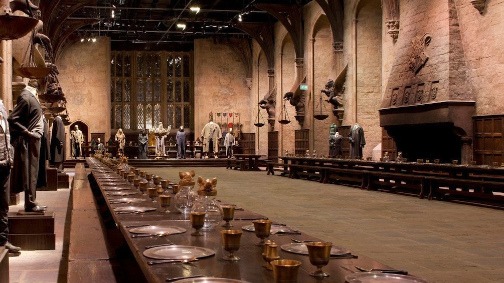 Foto 5 van 10. dining hall set of Harry Potter movie in London