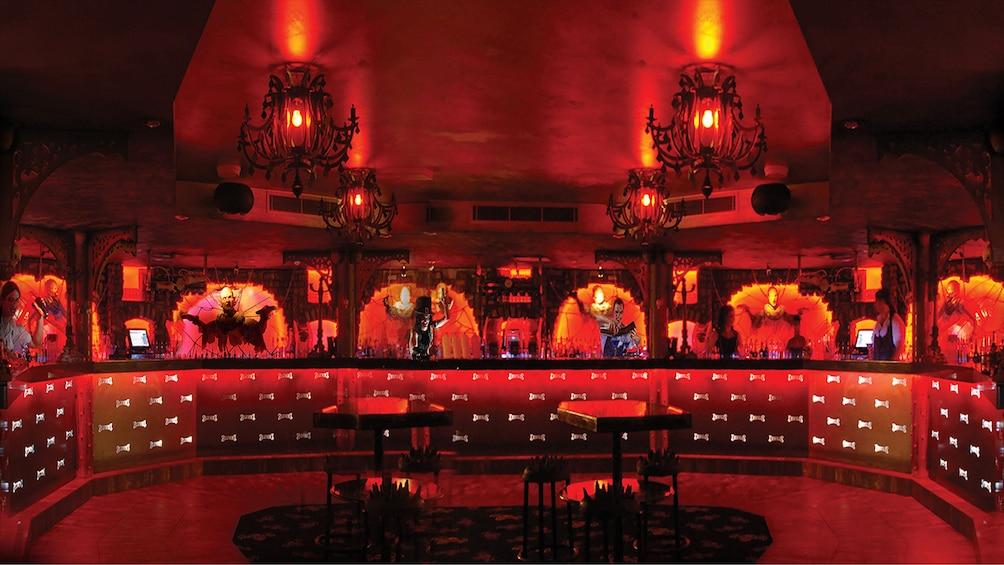 Charger l'élément 3 sur 9. Dracula's Cabaret - Dinner & Show