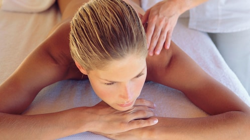 woman getting relaxing spa at spa in Gold Coast