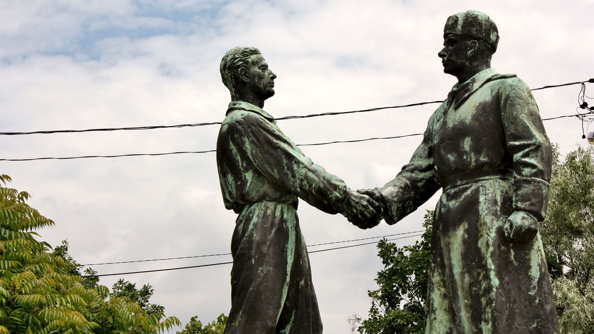 Statue of two men shaking hands in Budapest