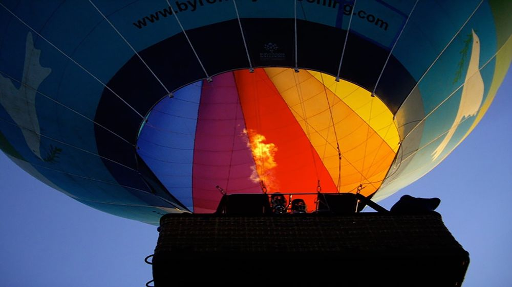 hot air ballon filling with hot air in Byron Bay