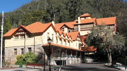 Authentic cottage and hotel in Blue Mountains