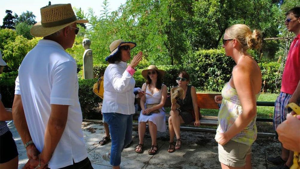 Charger l'élément 4 sur 6. Tour group with guide at the Acropolis Museum in Athens