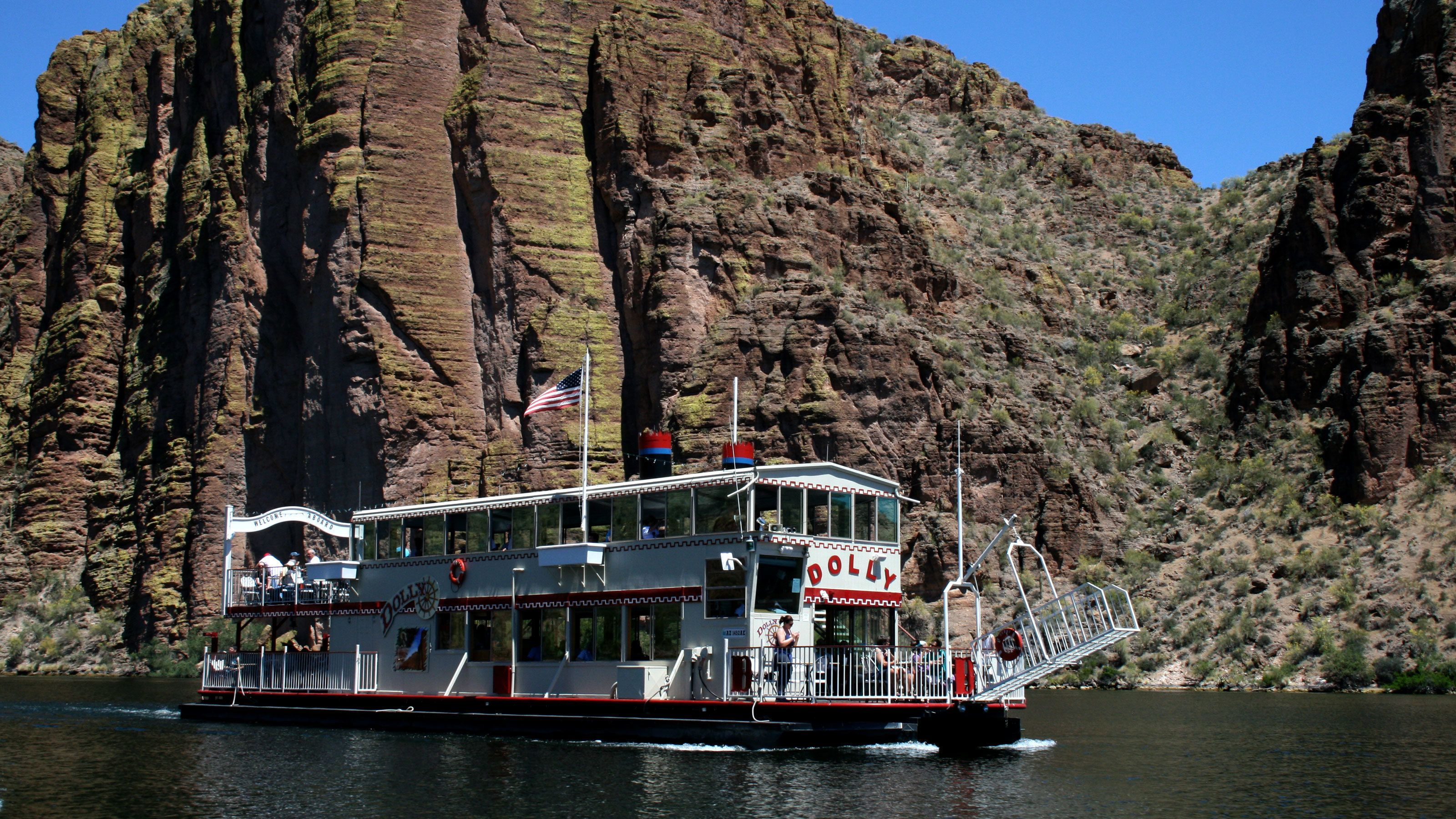 Old-fashioned steamboat on Canyon Lake in Arizona
