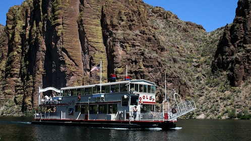 Old-fashioned steamboat on Canyon Lake in Arizona