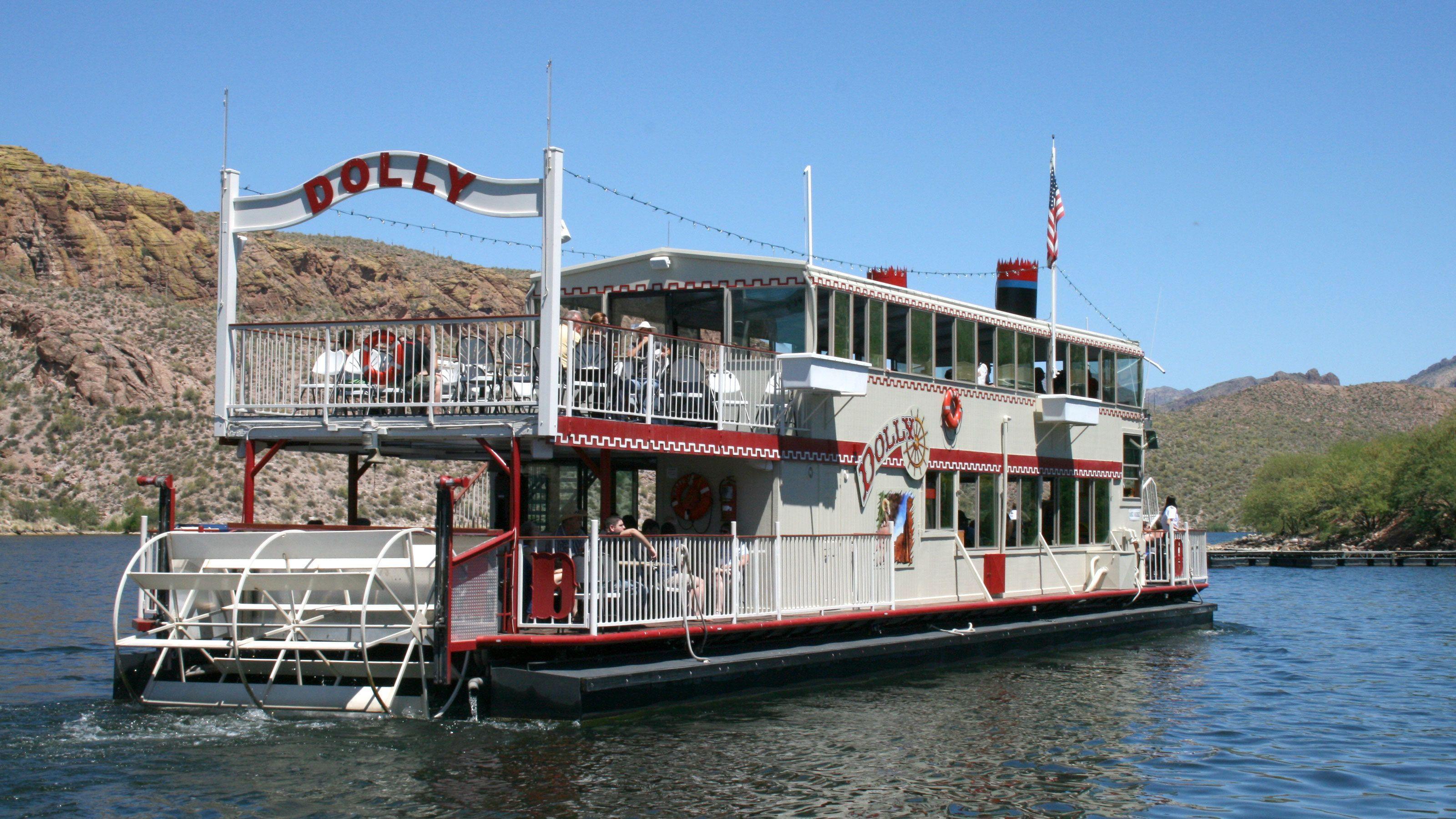 Steamboat on Canyon Lake in Arizona
