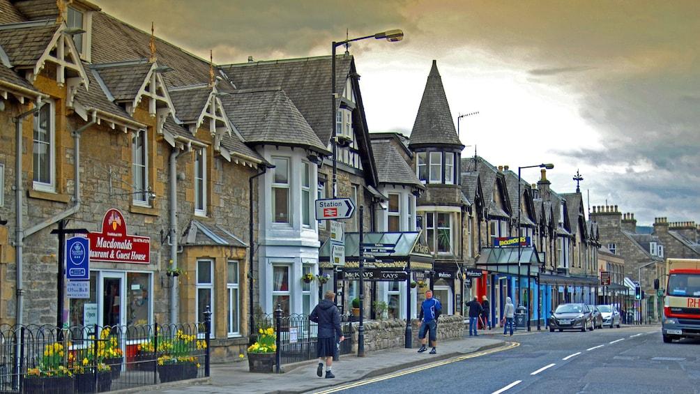 Foto 3 van 5. town view in edinburgh