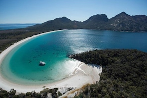 Wineglass Bay Cruise from Coles Bay