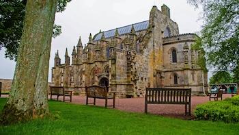 Rosslyn Chapel, Dunfermline Abbey & Stirling Castle Tour