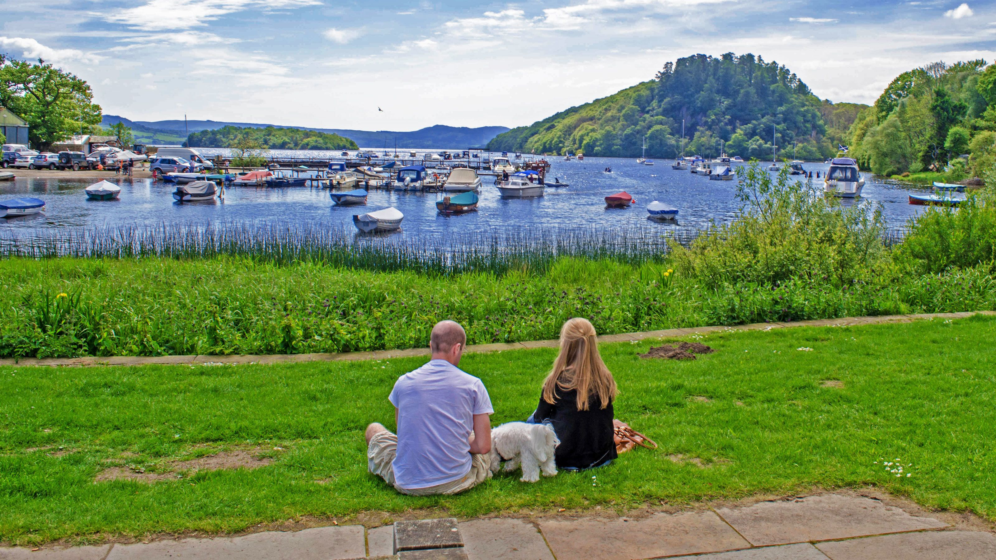 Couple sitting neat harbor in Edinburgh
