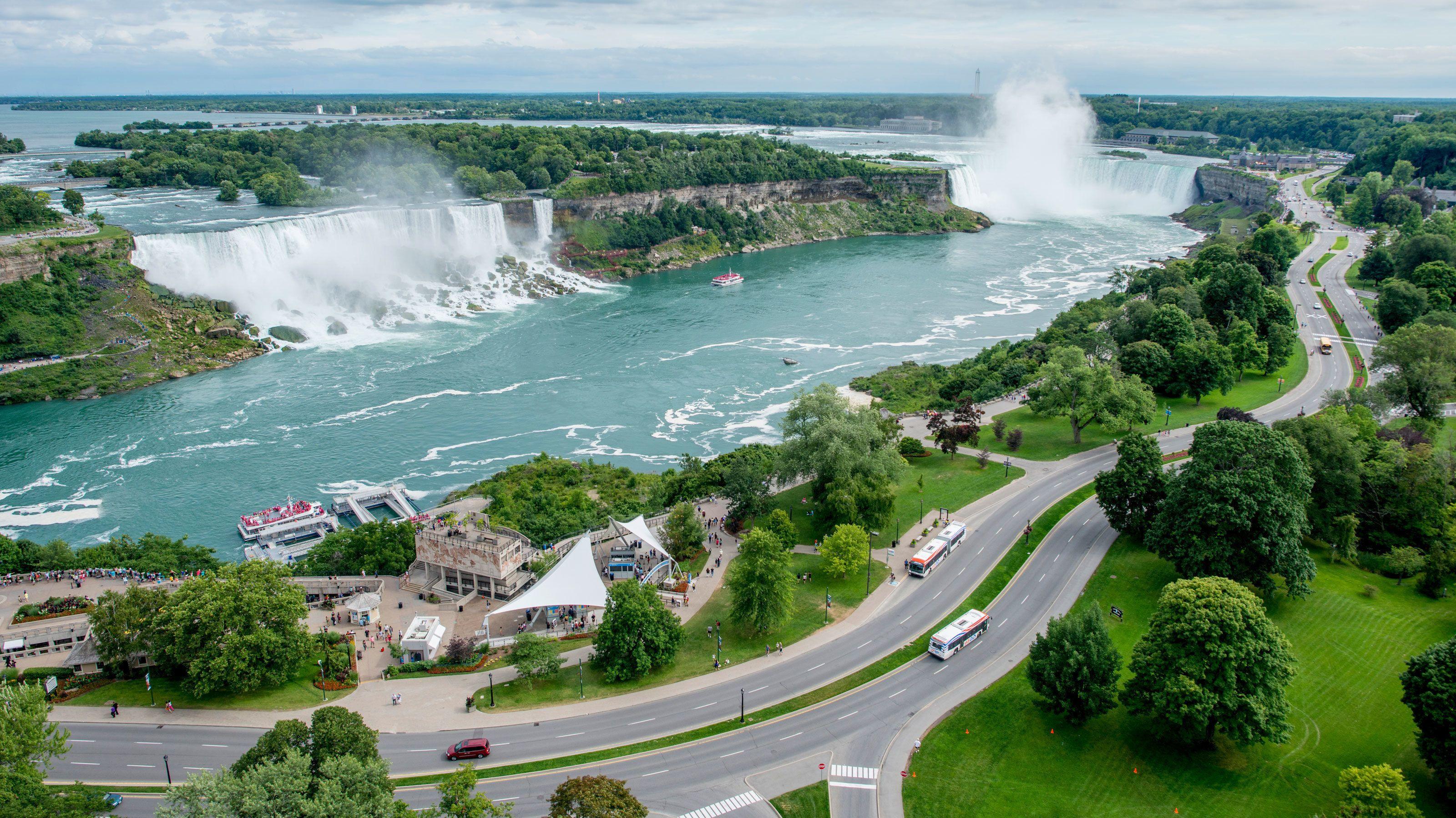 Establishments around the waterfall at Niagara Falls