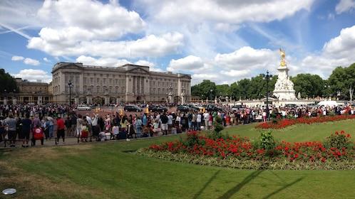 large crowds gathered outside of Buckingham Palace in London