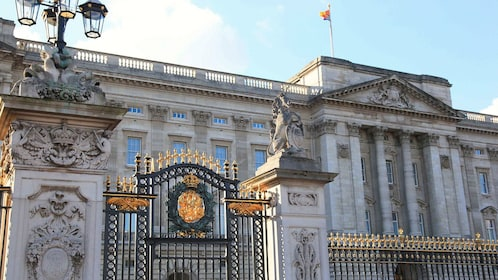 front gates of Buckingham Palace in London