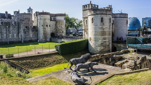 three bronze lions in front of lion tower of london