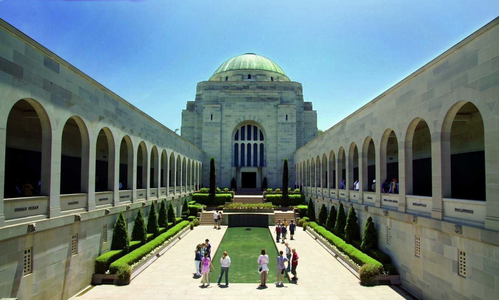 Canberra Full-Day Tour from Sydney