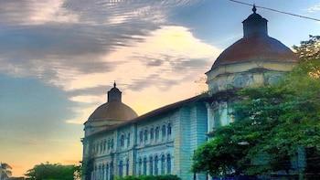 Explore Yangon Heritage Buildings On Foot (2 hours)
